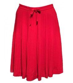 Falda de pliegues con cremallera lateral. Color naranja oscuro.