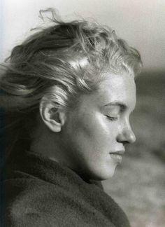 A young Marilyn Monroe... no makeup
