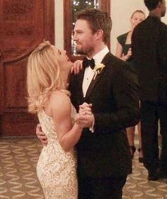 Oliver And Felicity, Felicity Smoak, Arrow Memes, Arrow Tv, Emily Bett Rickards, Supergirl And Flash, Stephen Amell, Green Arrow, Best Couple