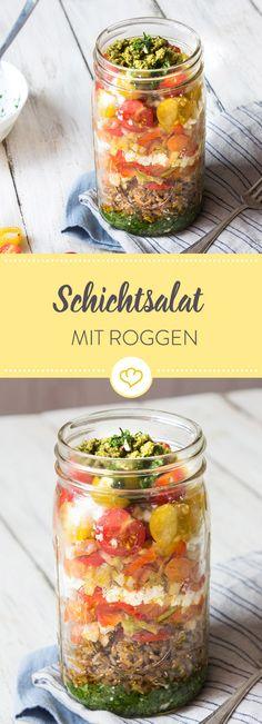 Schichtsalat mit Roggen und gegrilltem Gemüse