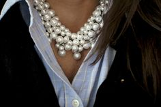 love this look with the chunky pearl necklace