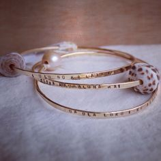 Olelo No'eau Bangle- Hawaiian proverb stamped thick bangle with pearl or shell