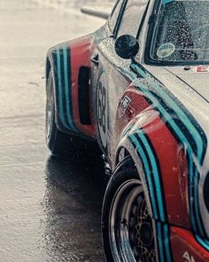 The Porsche 911 is a truly a race car you can drive on the street. It's distinctive Porsche styling is backed up by incredible race car performance. Porsche Classic, Classic Cars, Ferdinand Porsche, Vintage Racing, Vintage Cars, Sport Cars, Race Cars, Martini Racing, Porsche Cars