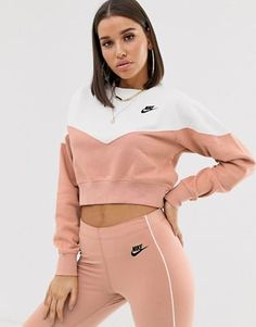 Buy Nike Rose Gold Heritage Sweatshirt at ASOS. Get the latest trends with ASOS now. Cute Nike Outfits, Sporty Outfits, Cute Casual Outfits, Swag Outfits, Fitness Outfits, Casual Clothes, Nike Sweatshirts, Nike Hoodie, Teen Fashion Outfits