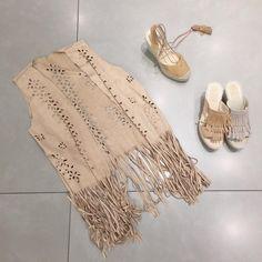 Los chalecos de flecos son un complemento perfecto del verano… #shopping #fashionista #fashionblogger #fashion #flecostyle #look #shoes #shoestagram #blogger