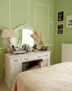 "Marianna Chalkiadaki on Instagram: ""Peach & pistachio colour palette, forever 🍑 #vintageaesthetic #vintagedecor #vintageinterior #vintagehome #bedroom #bedroominterior…"" Pistachio Color, Vintage Decor, Palette, Peach, Colour, Bedroom, Blog, Instagram, Vintage Houses"