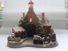 LILLIPUT LANE CHRISTMAS TIME. large illuminated cottage scene.