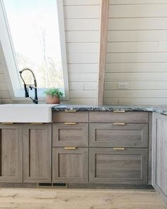 30 Nifty Small Kitchen Design and Decor Ideas to Transform Your Cooking Space - The Trending House Gray Stained Cabinets, Oak Kitchen Cabinets, Kitchen Cabinet Styles, Kitchen Cabinets Designs, Restaining Kitchen Cabinets, Gray Kitchen Countertops, Rustic Wood Cabinets, Distressed Kitchen Cabinets, Light Wood Cabinets