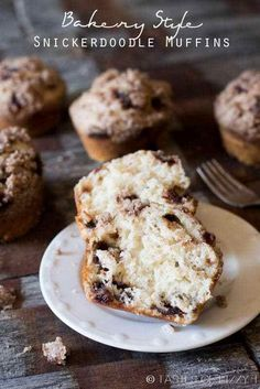 You& love the familiar flavor of these Bakery-Style Snickerdoodle Muffins. Homemade cinnamon chips leave bursts of cinnamon inside moist mega-muffins! Donut Muffins, Bakery Muffins, Jumbo Muffins, Donuts, Snickerdoodle Muffins Recipe, Protein Muffins, Protein Bars, Cinnamon Desserts, Köstliche Desserts