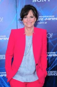 Sally Field at arrivals for THE AMAZING SPIDER-MAN 2, Ziegfeld Theatre, New York, NY April 24, 2014. Photo By: Gregorio T. Binuya/Everett Collection | Premiere
