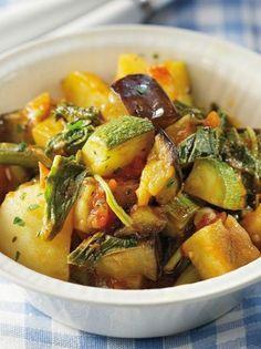 Μπουτρίδα, το μπριάμ της Ζακύνθου - www.olivemagazine.gr Greek Cooking, Greek Recipes, Pot Roast, Potato Salad, Cooking Recipes, Sweets, Lunch, Meat, Dinner