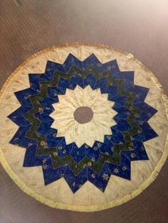 Christmas Tree Skirt | Craftsy. Use 10 degree ruler. Whites are same widths. Blues are same widths.