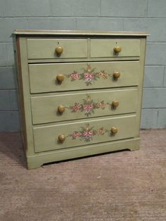 Antique Venetian Painted Pine Chest Of Drawers Pine Bedroom Furniture, Hand Painted Furniture, Chester Drawers, Pine Chests, Small Chest Of Drawers, Painted Chest, Building Furniture, Tips, Paintings