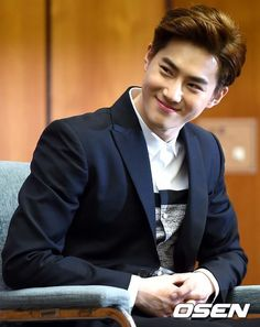 [NEWS] 150409 Fluttering India Press Conference -SUHO -------Suho smile is so priceless!