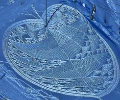 Simon Beck's snow art --he does it for exercise!