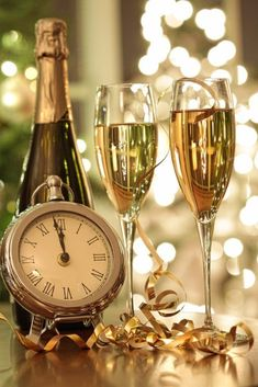 Champagne Coupe Glasses, Champagne Bottles, Champagne Balloons, Gif Silvester, Dessert Nouvel An, Happy New Year Message, Gatsby Themed Party, Happy Anniversary Wishes, New Years Eve Decorations