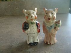 VINTAGE ADORABLE BRIDE & GROOM PIGS SALT & PEPPER SHAKERS - JAPAN