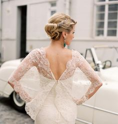 Okay, let's admit it, I'm smitten with all things lace especially any form of Chantilly. This stunning real life bride is w...