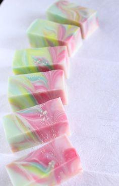 「京・祭り花」 祇園祭のヒオウギを天に向かって咲き誇るように描きました。末広がりの縁起を担ぎます。    #手作り石けん  #handmade soap #kyoto