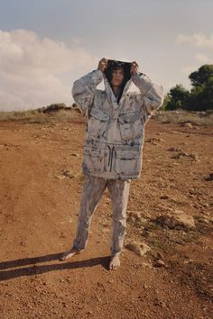 """Off-White takes us to the desert for its resort 2019 denim campaign. The """"Denim Program"""" kicks off with model Diogo Guerreiro embodying the Off-White man for… Off White パーカー, White C, White Denim, Yeezy Fashion, Denim Fashion, White Editorial, Editorial Fashion, Sports Skirts, Outfits"""