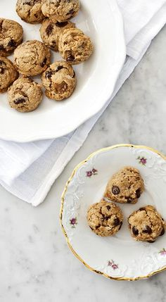 Gluten free chocolate chip cookies! |loveandlemons.com