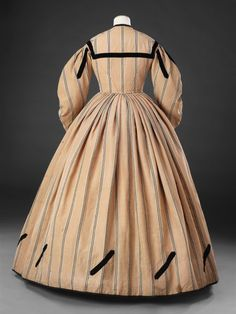 Dress, early 1860s. Wool, possibly mixed with linen, trimmed with velvet ribbon.