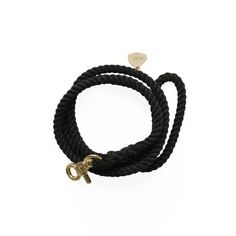Made of soft but strong sailing rope with solid brass hardware. Unlike cotton rope, sailing rope is pre-stretched (the rope does not stretch over time). It also features UV protection to prevent color fading, making it ideal for active and adventurous dogs and humans who love the outdoors.  If you get caught in rain just hang to dry.  Small Leash Rope diameter: 6mm Length: 130cm (51)  Medium Leash Rope diameter: 9mm Length: 130cm (51)  Large Leash Rope diameter: 12mm Length: 130cm (51)…