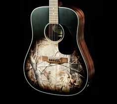 Realtree Camo Guitar just so u k, this is the kind of birthday present I really wish I could get you! Its awesome! Cute N Country, Country Girls, Camo Rooms, Redneck Crazy, Camo Guns, Outdoorsy Style, Mossy Oak Camo, City Folk, Realtree Camo