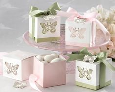 Wedding favour boxes.  Fill with chocs or lollies.  Lots on trademe or for sale at Spotlight