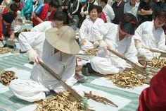 Seoul Yangnyeongsi Herb Medicine Culture Festival (서울약령시 한방문화축제), Korea | NonPeakTravel.com