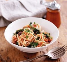 Spaghetti with tuna and wilted spinach Healthy Tuna Recipes, Healthy Food, Spaghetti With Spinach, Tuna Pasta, Shellfish Recipes, Spaghetti Recipes, Meal Planner, Vegetarian, Yummy Food