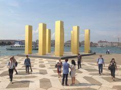 Venedig zu Zeiten der Biennale ist immer ein Platz der Kreativität, der Magie und der Kunst. Zur Architektur Biennale gibt es nicht nur spannende, architektonische Projekte und große Namen, manchmal sind es die sogenannten Nebenschauplätze, die es zu besuchen gilt.