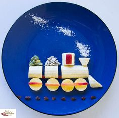 Fun food art Banana Train - Fun, healthy, creative food for kids big and small Food Art For Kids, Cooking With Kids, Easy Cooking, Healthy Cooking, Cute Food, Good Food, Yummy Food, Fruits Decoration, Childrens Meals
