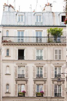 banking exterior Right Bank Paris Apartment Windows - Every Day Paris French Apartment, Parisian Apartment, Paris Apartments, Cool Apartments, Paris Buildings, French Buildings, Townhouse Exterior, French Architecture, Facade Architecture
