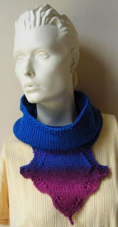 Cowl With Decorative Medallion Knitting Pattern