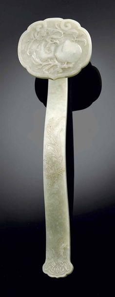 Grand sceptre ruyi en jade céladon, Chine, dynastie Qing, XIXème siècle