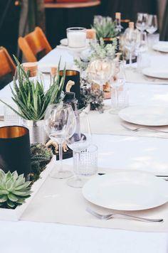 Annies garden wedding decor / succulents / Dinosaur / Decor Idear / Hochzeitsdeko / Sukulenten / Dinosaurier / Ikea Sinnerlig / Wedding cake All Pictures: http://todayis.de/annies-hochzeitsdeko/