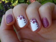 Nail Art : Flowers using a Sand Nail Polish