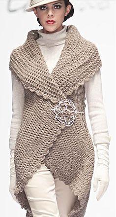 een rond kleed  en je hebt een vest zonder mouwen ao with <3 / Edgardo Luengas