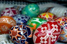 Huevos de Pascua http://www.torange-es.com/Holidays/Easter/Huevos-de-Pascua-de-colores-4360.html - #Pascua #pintado #color #resurrección #decoración #huevos #recuerdo #del #vacaciones #huevo #pintados #símbolo #termal #las #manos #marca #cepillo #fuente #una #kistka #religión, #mano #templo #Dios #Testamento #Antiguo #con #Jesús #Santa #Semana #para #decorar #cristiana #Ortodoxa #resucitó #cera #krashanka #recuerdos #pisachok #cristianismo
