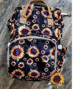 Diaper Bags Buying Guide and Tips Baby Girl Diaper Bags, Large Diaper Bags, Baby Baby, Diaper Babies, Buy Backpack, Diaper Bag Backpack, Rucksack Backpack, Sunflower Nursery, Vera Bradley Backpack