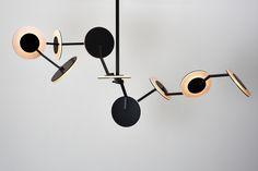 disco_jamesdieter_1b_x (2000×1335) Artwork Lighting, Cool Lighting, Interior Lighting, Dinning Room Light Fixture, Light Fixtures, Lighting Concepts, Lighting Design, Pendant Chandelier, Pendant Lighting