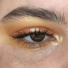 Yellow bronze eye shadow look for brown or hazel eyes