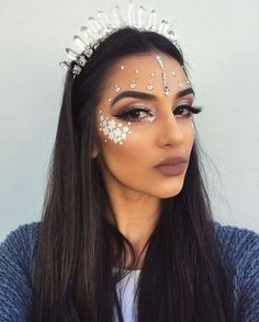 Still go in for Glitter Makeup? Maybe you could try something more bold: Wearing Jewels On Our Face. Actually, this style isn't anything new.These jewels have