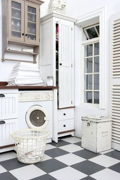 Love this vintage light and bright laundry room Farmhouse Laundry Room Small Laundry Rooms, Laundry Room Design, Laundry Area, Laundry Closet, Checkerboard Floor, Checkered Floors, Laundry Room Inspiration, Farmhouse Laundry Room, Diy Home