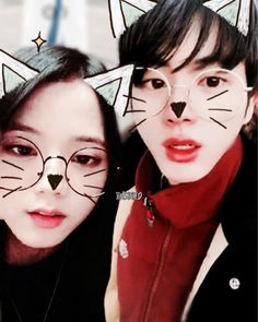 just pretend they're doing a vlive or smth bc i suck at editing but these pics really looked cute tgt so i had to 🤧🤧 - find more jinsoo… Iphone Wallpaper Pinterest, Bts Twice, Bts Girl, Jennie Kim Blackpink, Kpop Couples, Bts Imagine, Just Pretend, Blackpink And Bts, Blackpink Jisoo