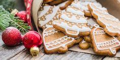Τα Χριστούγεννα είναι συνυφασμένα με δώρα, οικογενειακές στιγμές, γλυκά και φυσικά υπέροχες μυρωδιές. Οι περισσότεροι από εμάς, θυμόμαστε να «πλημμυρίζει» το σπίτι μας με μοναδικά αρώματα, όπως για παράδειγμα τα μπισκότα που ετοίμαζε η μαμά ή η γιαγιά. | GASTRONOMIE | iefimerida.gr | μπισκότα, συνταγές, Χριστούγεννα
