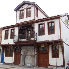 Indian Homes, Turkey Travel, Historic Homes, Traditional House, Home Fashion, Art And Architecture, Old Houses, Gazebo, Outdoor Structures