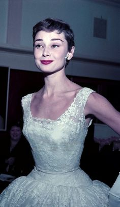 Lover of old hollywood and anything vintage. Audrey Hepburn Photos, Audrey Tautou, Audrey Hepburn Style, Nostalgia, Fair Lady, Aging Gracefully, Celebs, Celebrities, Classic Beauty