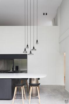 Villabouw, modern, JUMA Architects, strak, L-vorm, raampartijen Interior Modern, Art Of Living, Minimalism, Villa, Ceiling Lights, House, Home Decor, Contemporary Design, Decoration Home